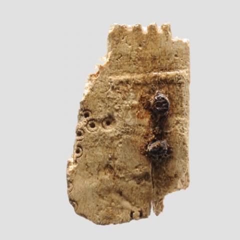 Fragment de peigne en os