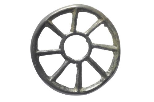 Pendentif en bronze en forme de rouelle