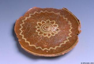 Assiette calotte en poterie de Bonfol