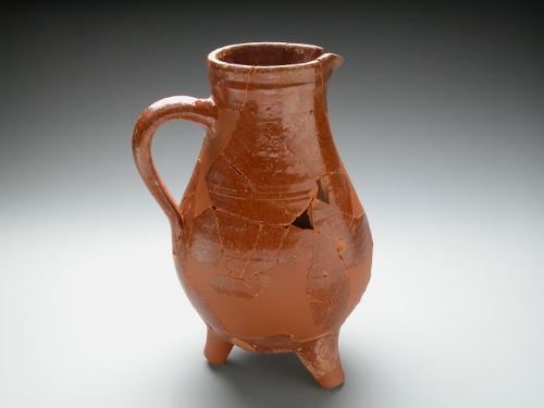 Cruche tripode en céramique à glaçure